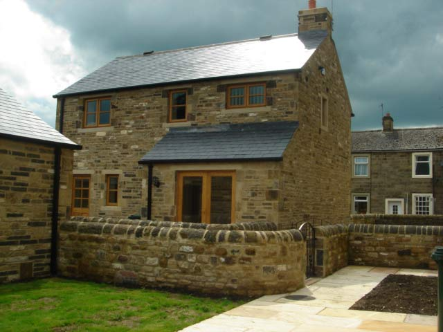 ... Mixed Backings And Quoins On Thisnew Build In Grassington,  Incorporating Half Round Toppers And Garden Walls In Backings